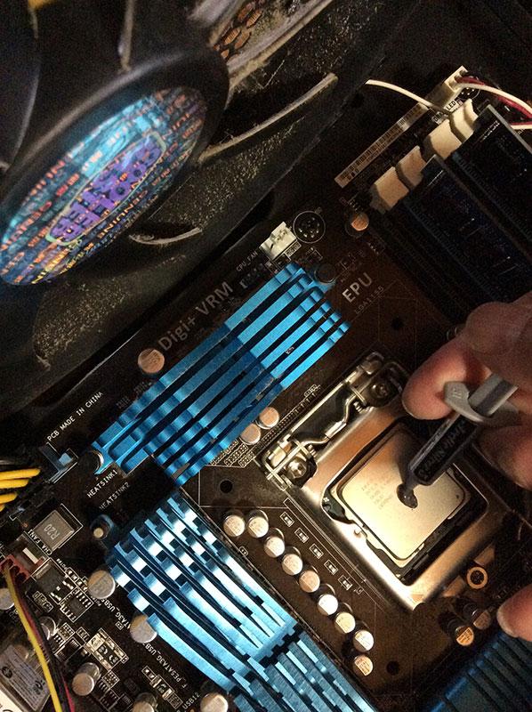 CPUクーラー用シルバーグリス塗布