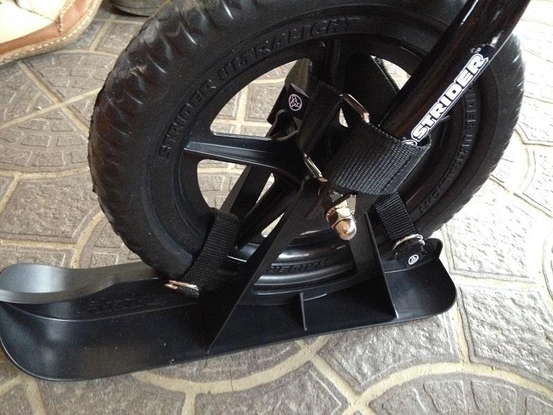 ストライダーのスキーアタッチメント前輪装着