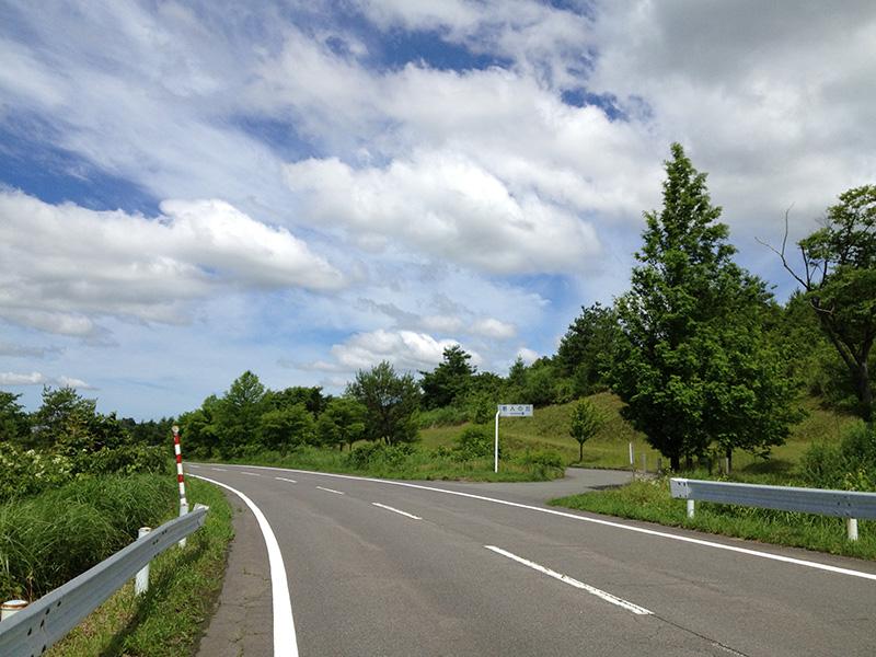 空港裏の道