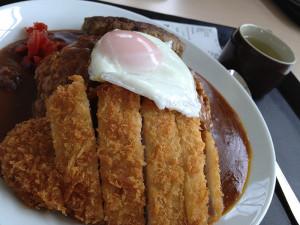 秋田大盛りツアーで刈和野としま食堂&AIU学食