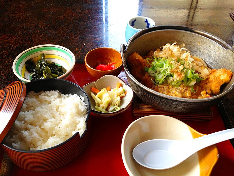 刈和野としま食堂かつ鍋定食